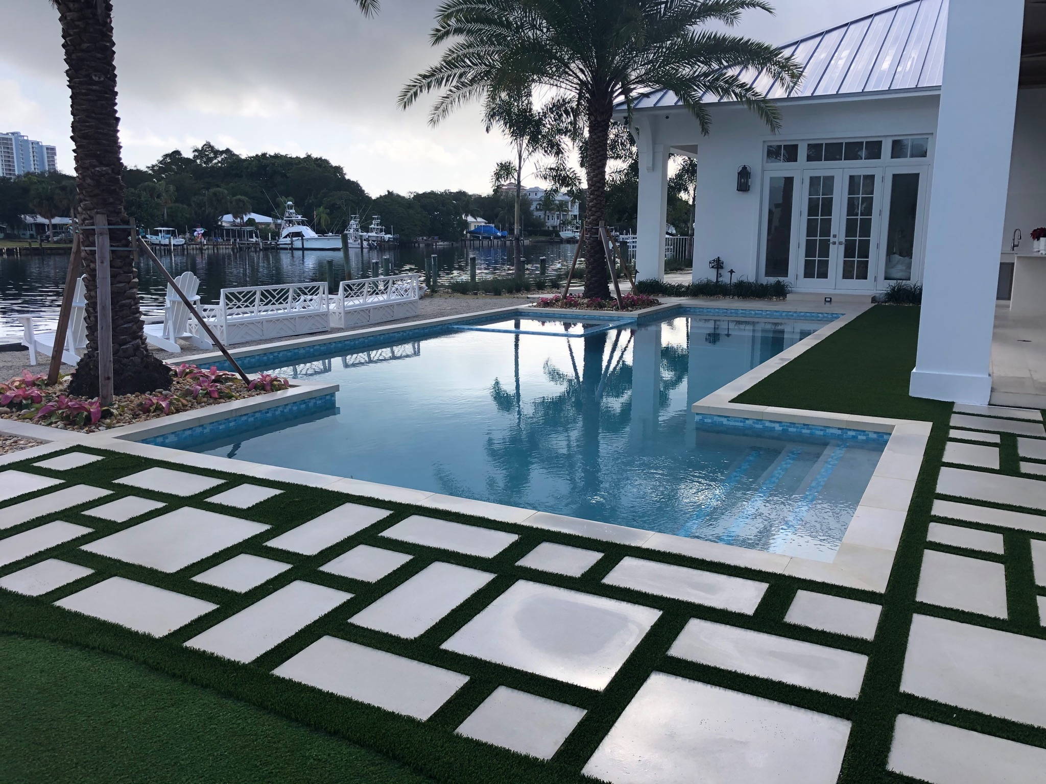 rhr pools of jupiter fl modern shaped pool with sunken spa overlooking the water