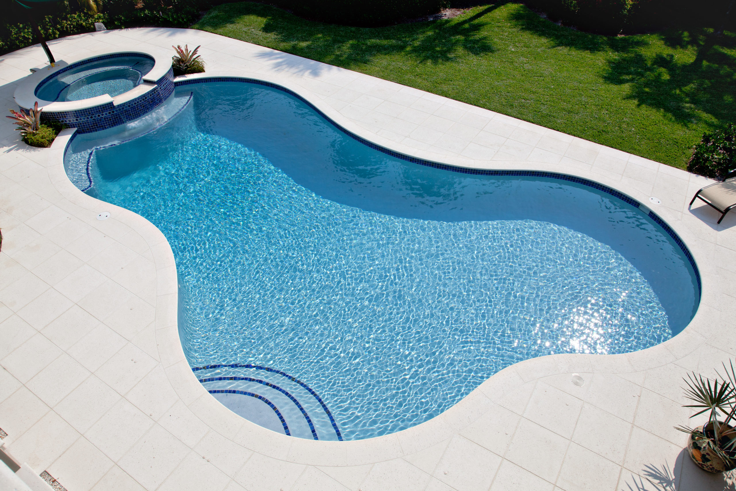 rhr pools of jupiter fl organic shaped florida pool with raised spa and seating area