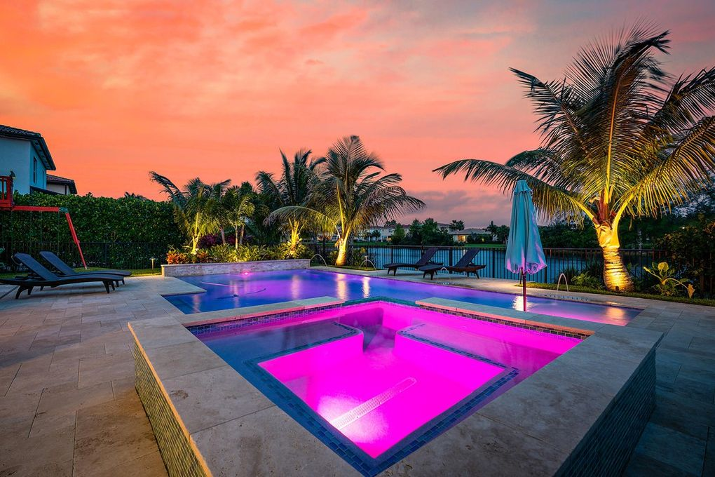 rhr pools LED lighted spa and pool for waterfront home in palm beaches