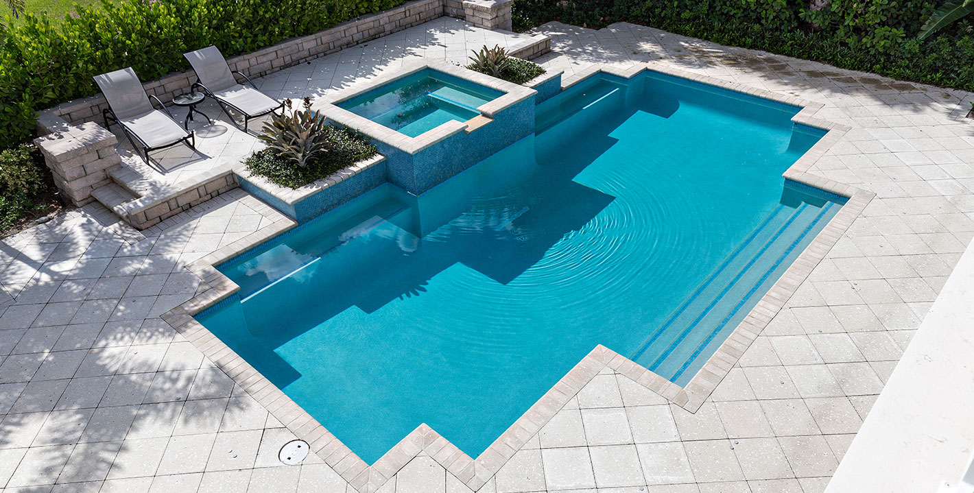 rhr pools of jupiter fl raised spa, classic shaped pool